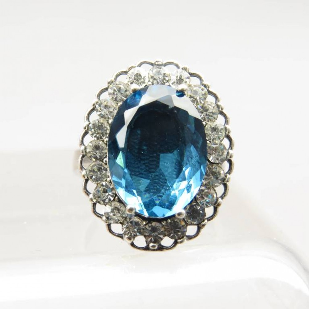 Кольцо Малинка голубой топаз посеребрение 791