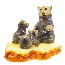 Фигурка Медведица с медвежатами янтарь бронза 2431