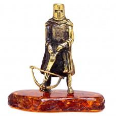 Фигурка Рыцарь с арбалетом (латунь, бронза, янтарь)  3365