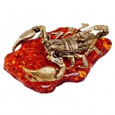 Фигурка Скорпион большой на подставке (янтарь коричневый, латунь) 3371