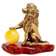 Статуэтка Лев с шаром на подставке янтарь латунь 399