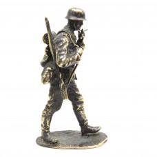 Фигурка Немецкий солдат бронза латунь 2252