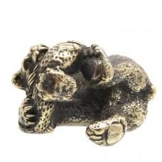 Фигурка Медведь с рыбой лежит (латунь, бронза) 2457