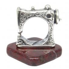 Фигурка Швейная машинка на Яшме посеребрение 1667