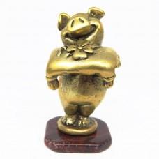 Фигурка Поросёнок с подарком бронза яшма 633