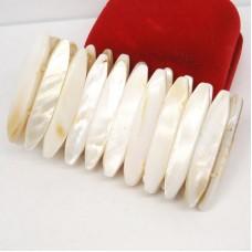 Браслет белый Перламутр на резинке 1399.1