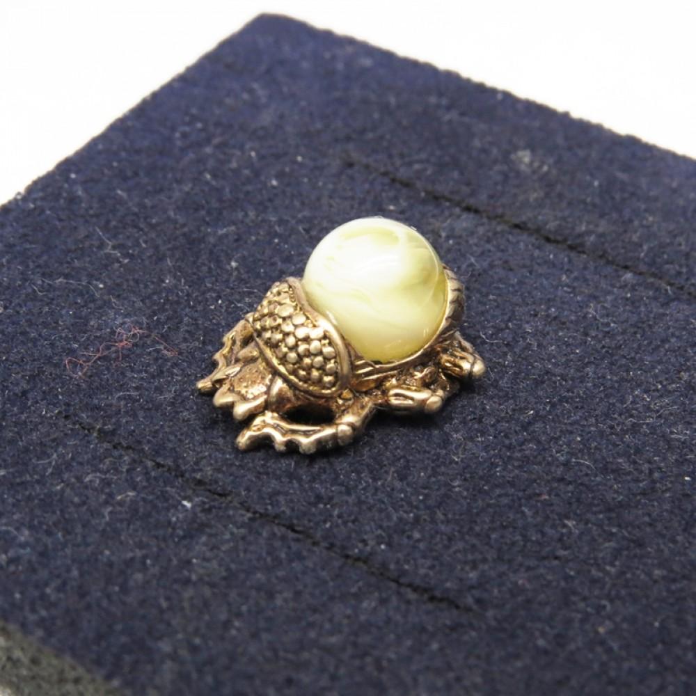 Миниатюрный Скарабей жук Янтарь молочный в бронзе Кошельковый 507